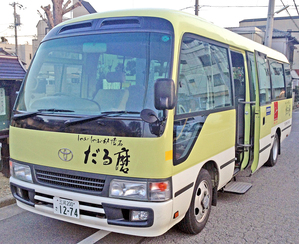 ご宴会は送迎バスも無料で利用出来ます。 7名様まで1BOX、15名様まで1BOX、タクシー 15名様〜28名様までマイクロバス。  送迎利用時は割引券はご利用出来ません。 配車状況により早いもの勝ちですので予約が必要です。 詳しくはスタッフまで