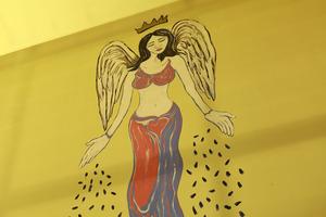 アメリカのアーティストの壁画。天井まで伸びる迫力ある絵です