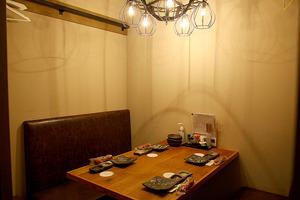 (1)4名用個室も完備。