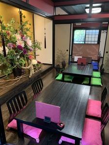 店内から日本庭園が眺めるお席もご用意出来ます。