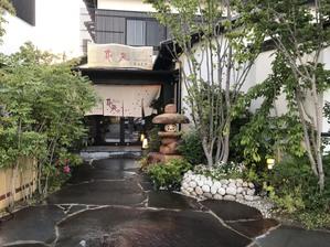 花苑こだわりの日本庭園は、夜は、ライトアップししています。