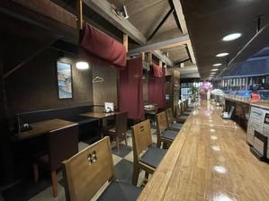 1階は、カウンター席とボックス席を用意