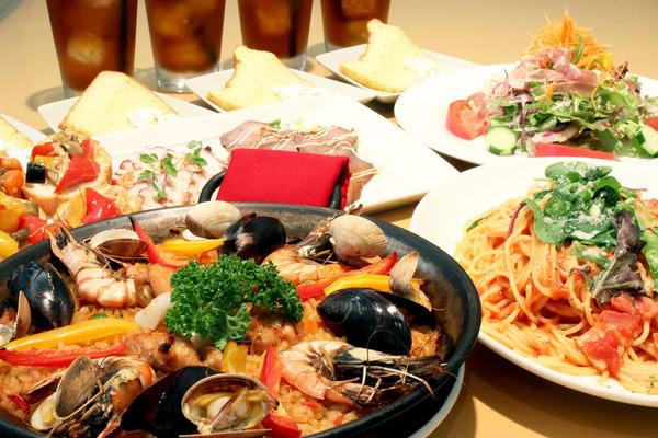 前菜の盛り合わせ/グリーンサラダ/本日のパスタ/パエリア/ミニデザート/セットドリンク