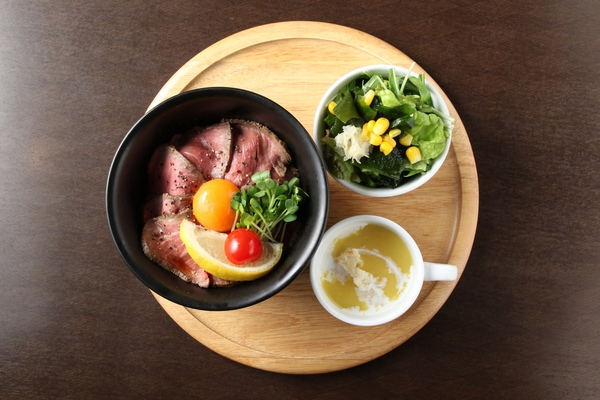 ローストビーフ丼 スープ付