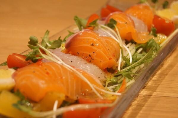 生サーモンと白身魚のカルパッチョ