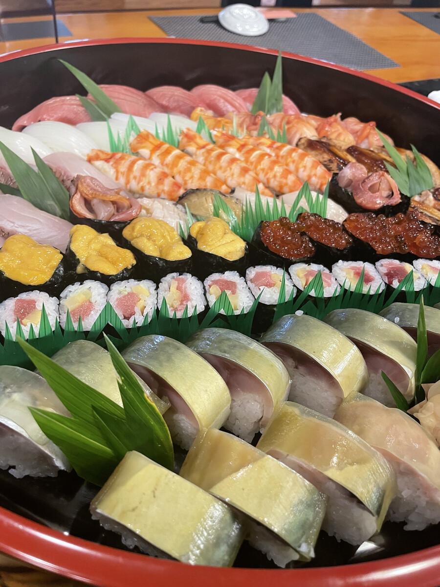 お好みでお寿司盛り合わせ致します