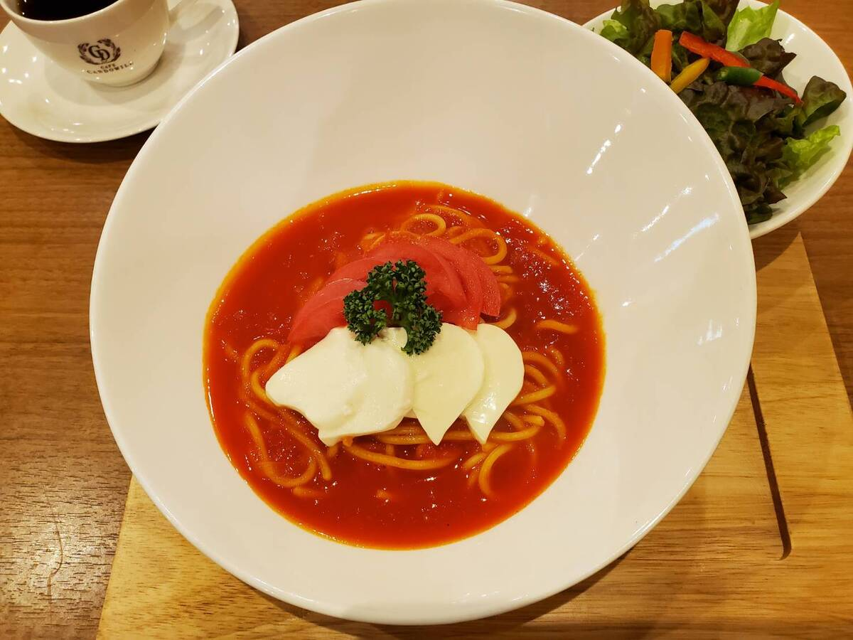 トマトとモッツァレラのパスタです♪♪
