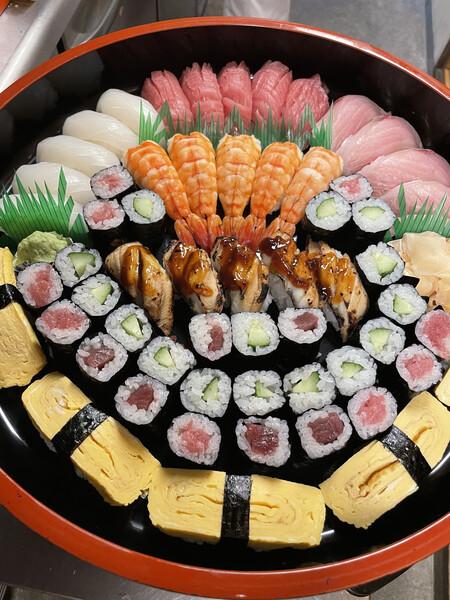 お寿司 1人前 1400円 写真は5人前です☺️