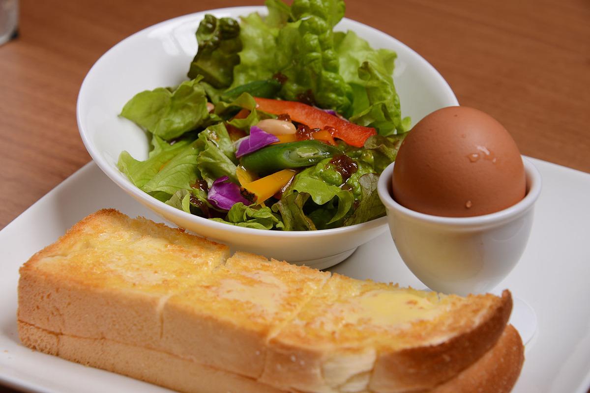 トーストセット(ゆで卵・彩りサラダ)