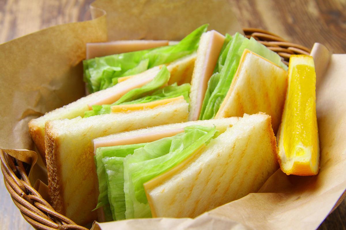 さっくり焼いた、モーニングのトーストサンド★ 280円+ドリンク料金