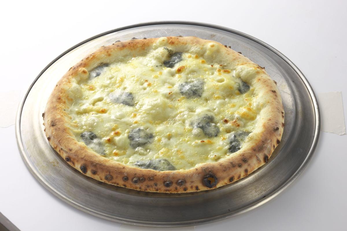 フォルマッジョ(ゴルゴンゾーラ、クリームチーズ、パルミジャーのチーズ)