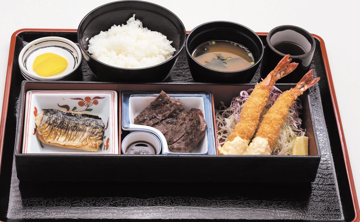 盛り合わせ定食(エビ2・ヒレ2)
