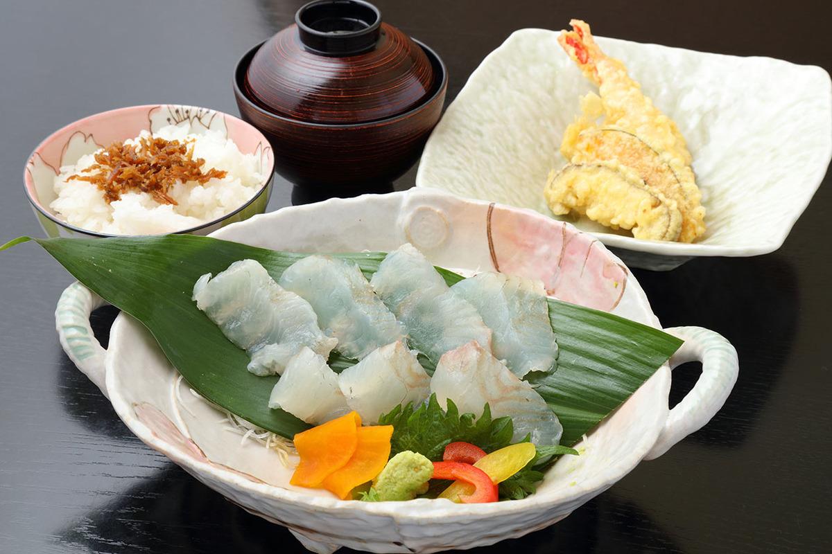 天然ヒラメ刺身定食(天ぷら付)