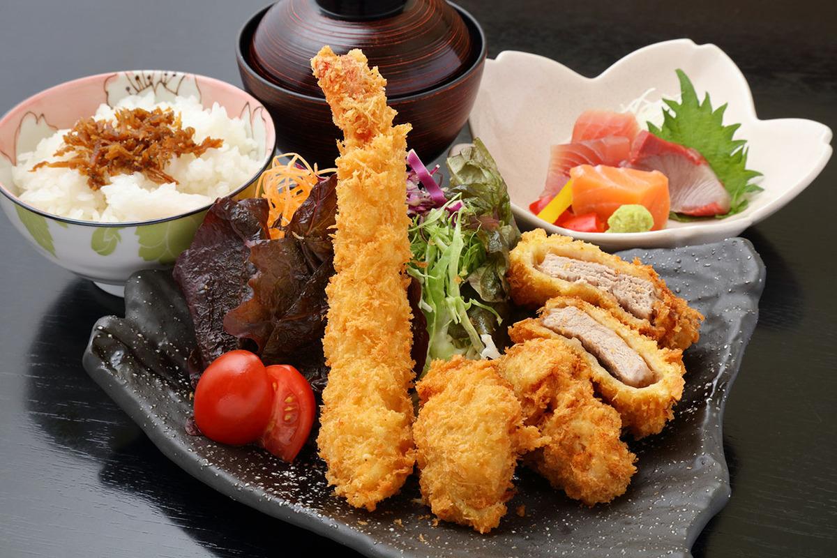 海老フライとヒレかつ定食(刺身付き)