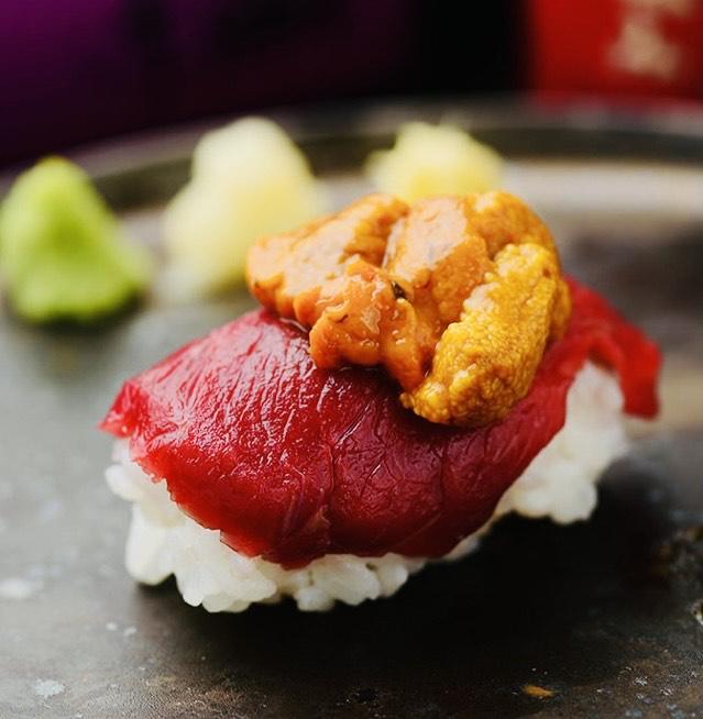 ウ肉寿司(生雲丹と馬肉)