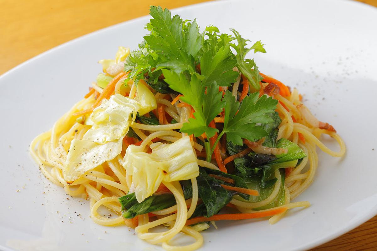ベーコンといろいろ季節野菜のペペロンチーノ