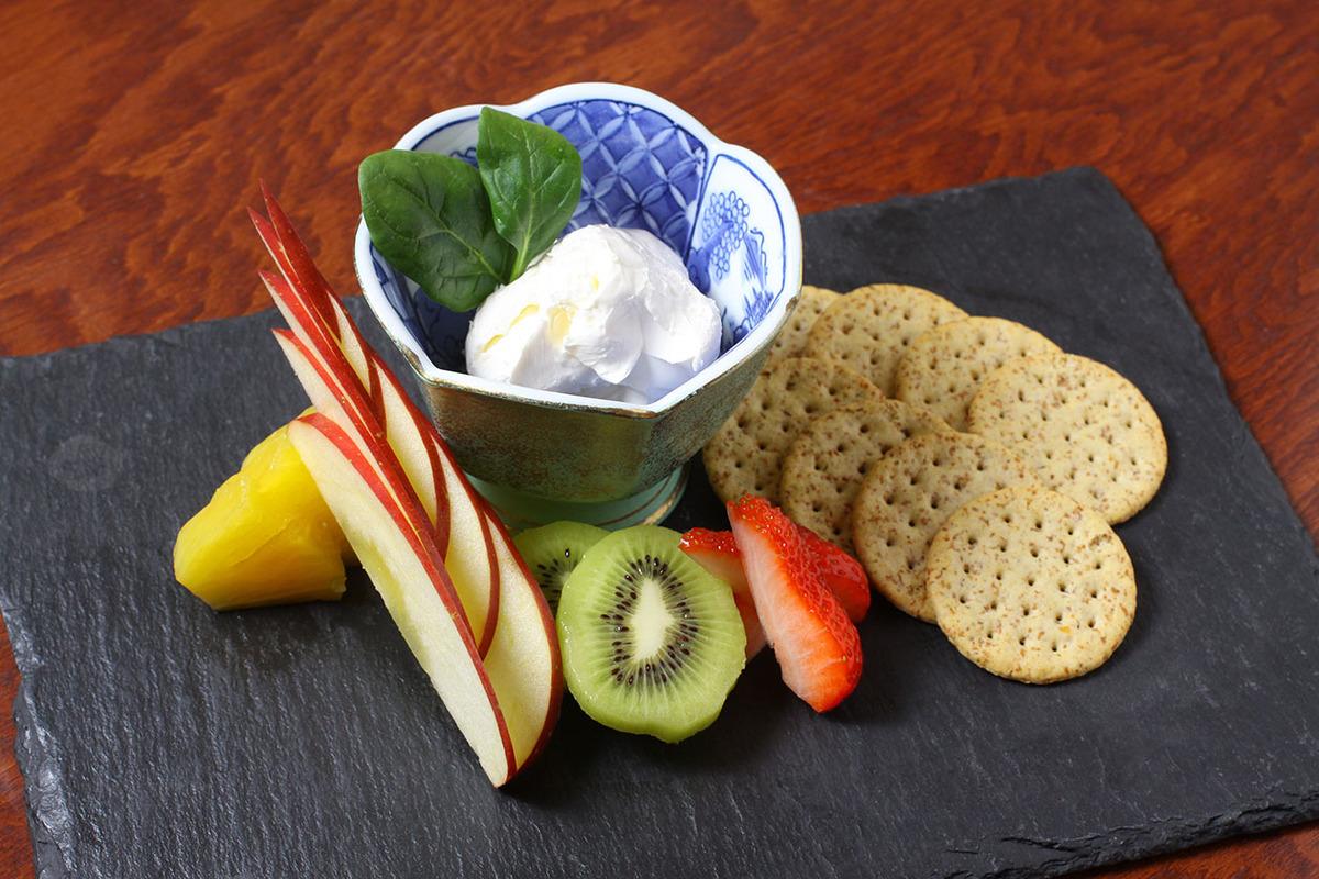 手づくりクリームチーズと旬のフルーツ