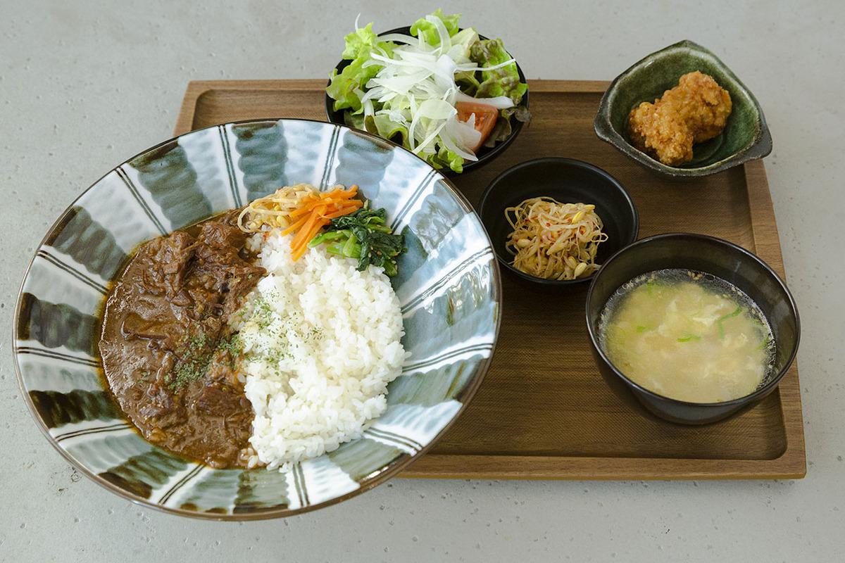 牛すじカレー定食