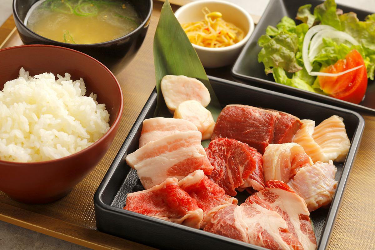 焼肉8種定食