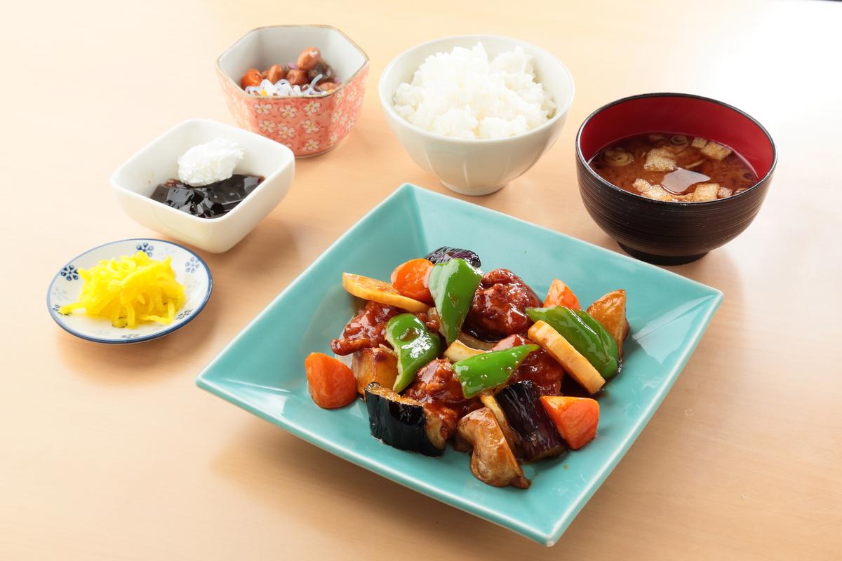 鶏竜田と季節野菜の黒酢あん定食