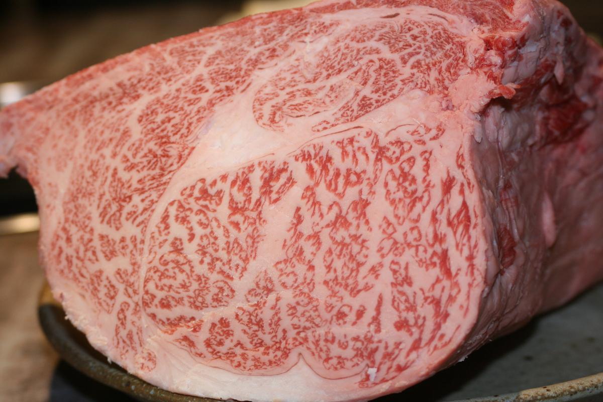 肉塊 ~お好みの厚さで切ります~